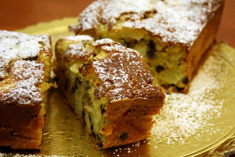 Plumcake allo yougurt con mele e cioccolato