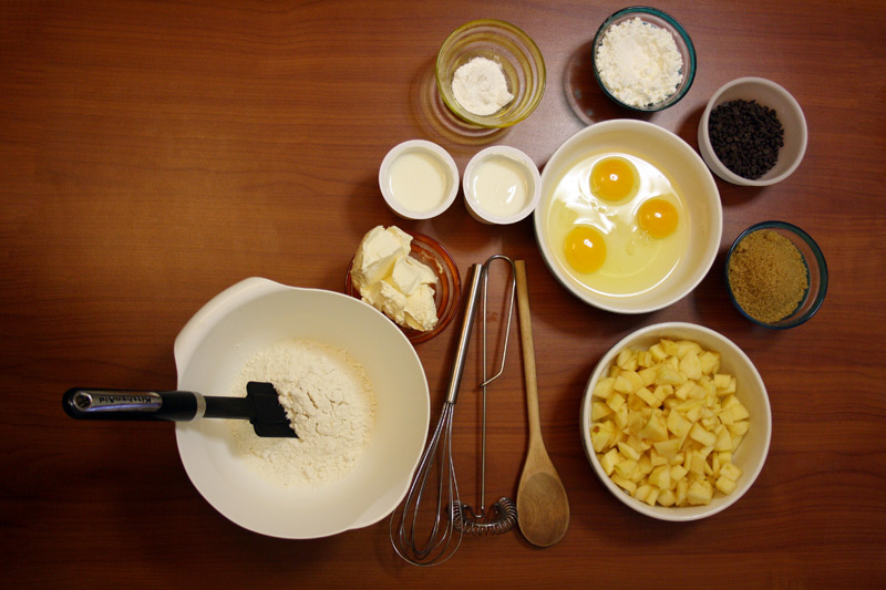 Ingredienti per ricetta plumcake allo yougurt con mela e cioccolato