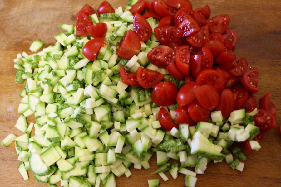 Verdure ingredienti ricetta conchiglioni al sugo di pesce zucchine