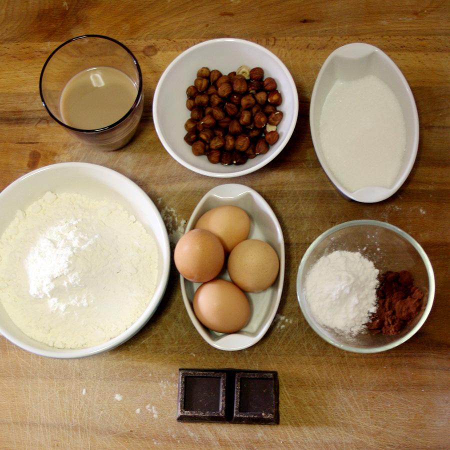 Ingredienti ricetta torta cioccolato e nocciole