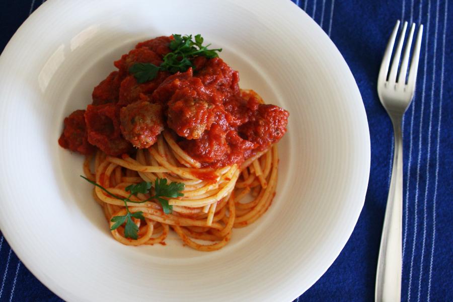 Spaghetti con polpette al pomodoro