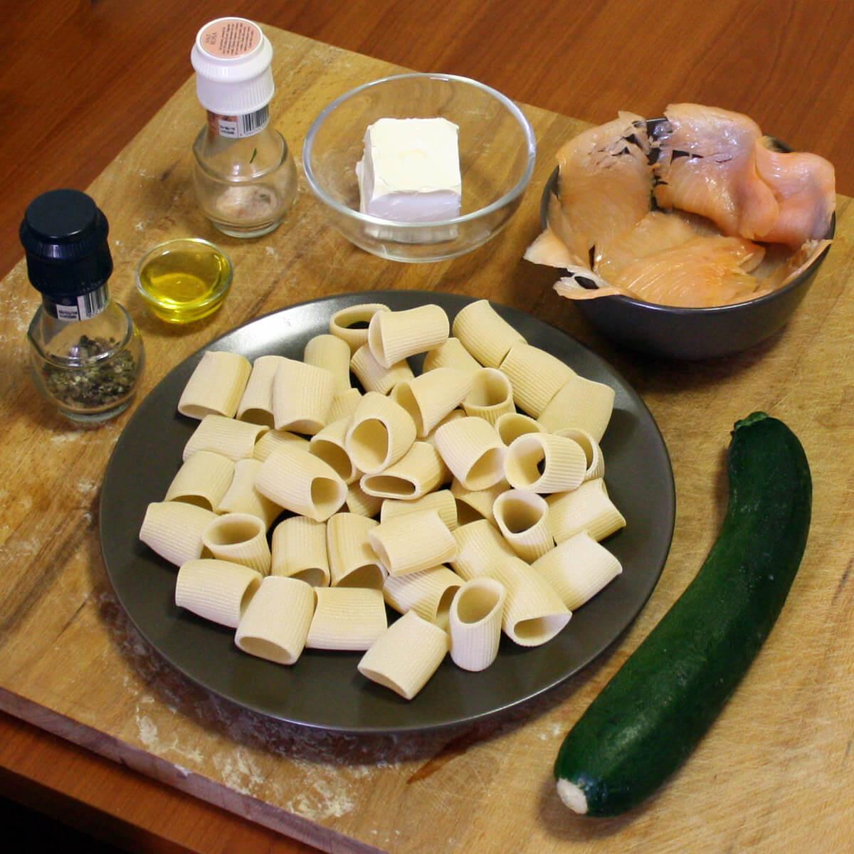 Paccheri con crema di zucchine e salmone affumicato