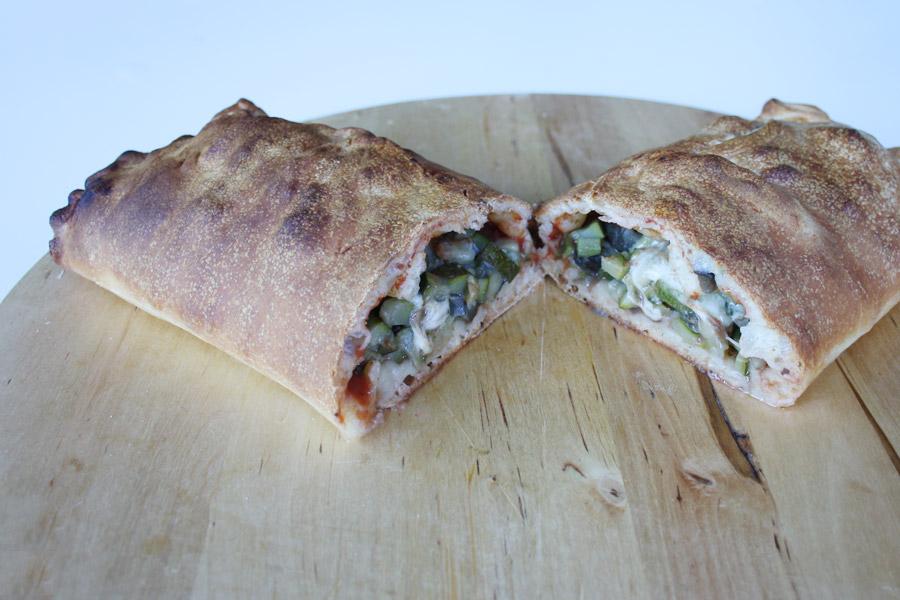 Rotolo di pizza farcito con verdure