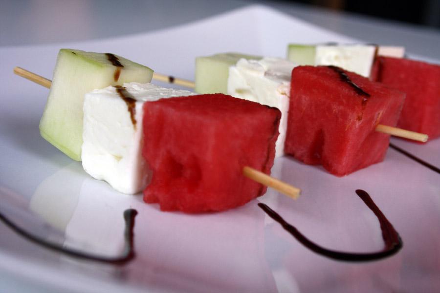 Spiedini di anguria, feta e cetriolo: un delizioso antipasto in 5 minuti!