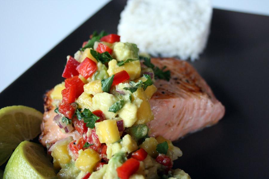 Ricetta salmone con salsa al mango e avocado e riso al cocco