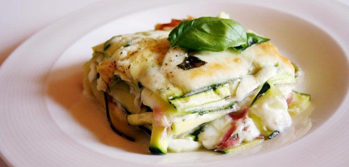 Parmigiana di zucchine a crudo da cuocere direttamente in forno!