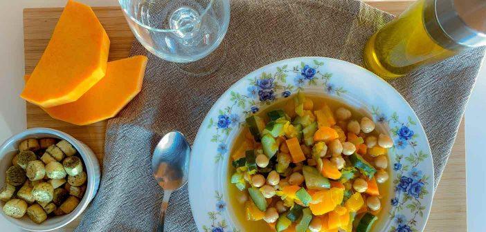 Minestrone di verdure fatto in casa con zucca e ceci