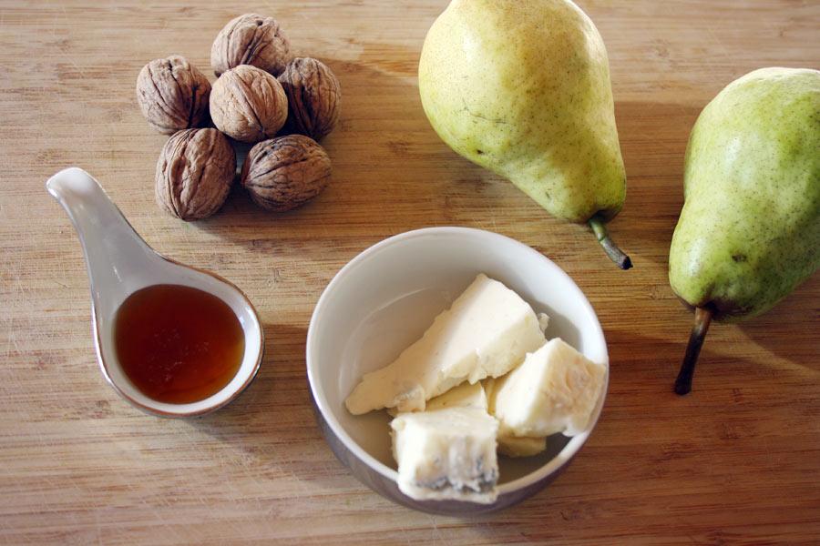 Pere al forno con gorgonzola e noci, il dessert facile, veloce e buonissimo!