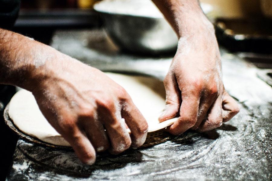 Ecco le dosi perfette per preparare la tua pasta per pizza fatta in casa fragrante e gustosissima! Realizzala in pochi e semplici passaggi, prova!