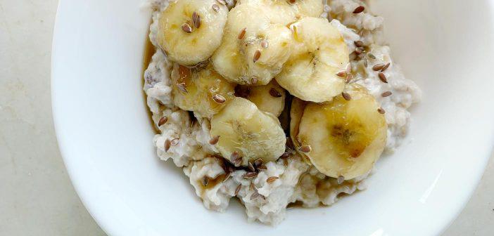 Ricetta del porridge con banane caramellate