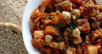 Zuppa di cavolfiore con carote e ceci