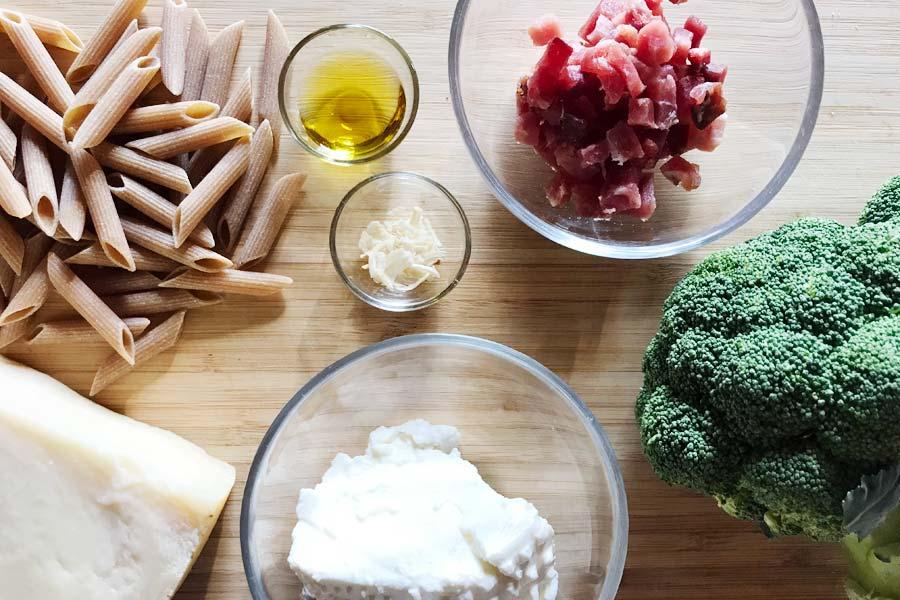 Penne integrali con crema di broccoli e speck: provale a pranzo!