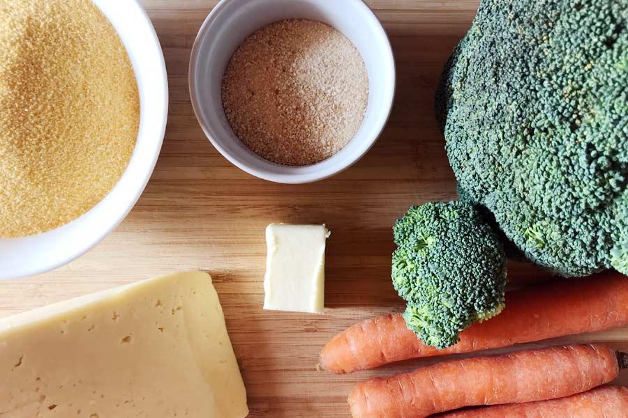 Polenta con formaggio di montagna e verdure croccanti