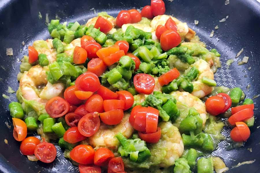 Tagliatelle con gamberi e asparagi