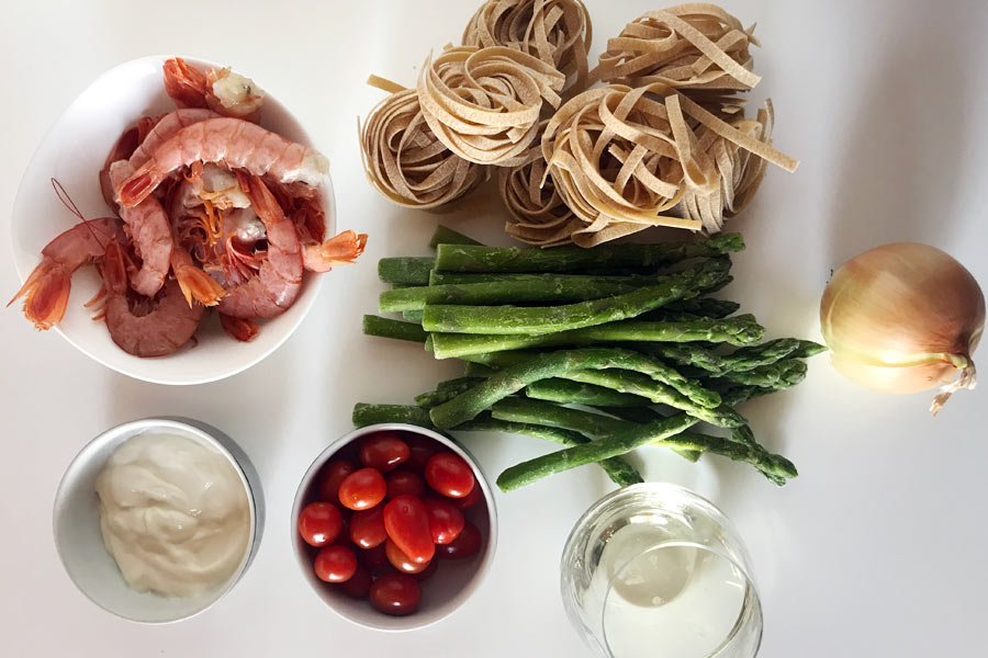 Tagliatelle con gamberoni e asparagi