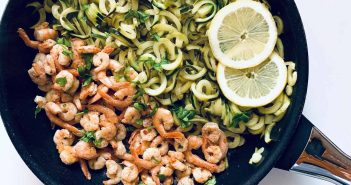 Noodles di zucchine e gamberi