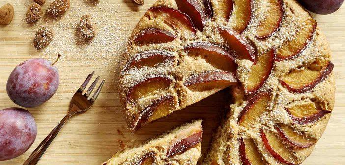 Torta di prugne fresche con farina di mandorle