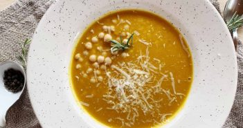 Zuppa di zucca con farro e ceci
